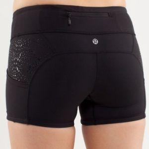 Lululemon black Shorty short bike shorts 6  cutout